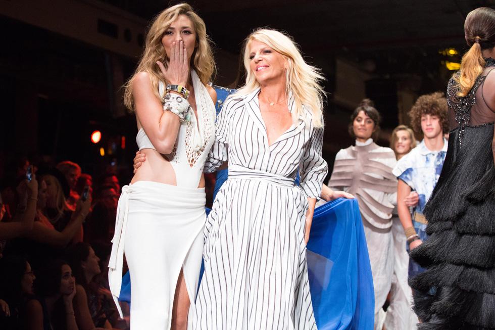 אירוע הגאלה של שבוע האופנה הקודם בתל אביב. סנדרה רינגלר ומיכל אנסקי על המסלול (צילום: אורית פניני)