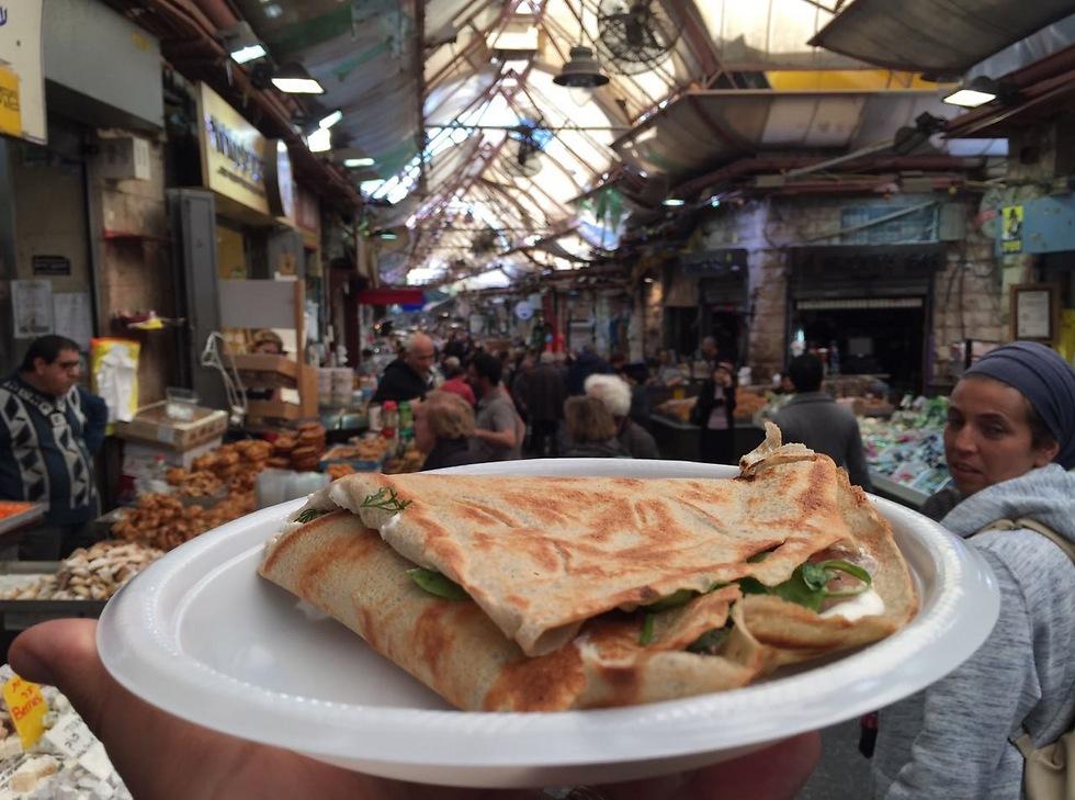 """כמו לנסוע לחו""""ל. שוק מחנה יהודה (צילום: גיא גמזו)"""