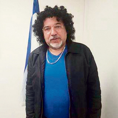 A common target of satire, Defense Minister Avigdor Lieberman turns the tables, dressing as a character of Assi Cohen, who frequently imitates Lieberman