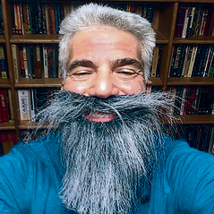 Yair Lapid goes for a distinguished tribe elder look