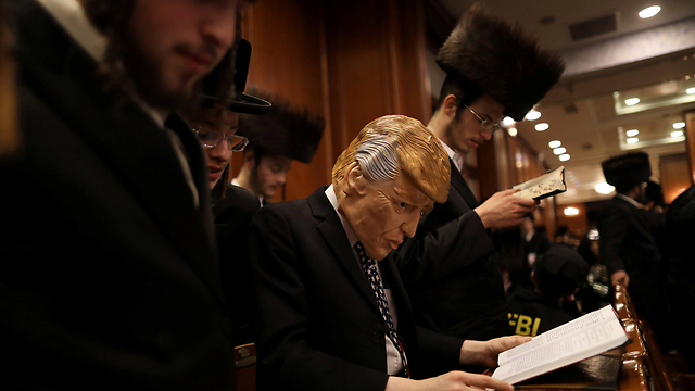 קריאת מגילת אסתר - עכשיו בשידור חי (צילום: רויטרס) (צילום: רויטרס)
