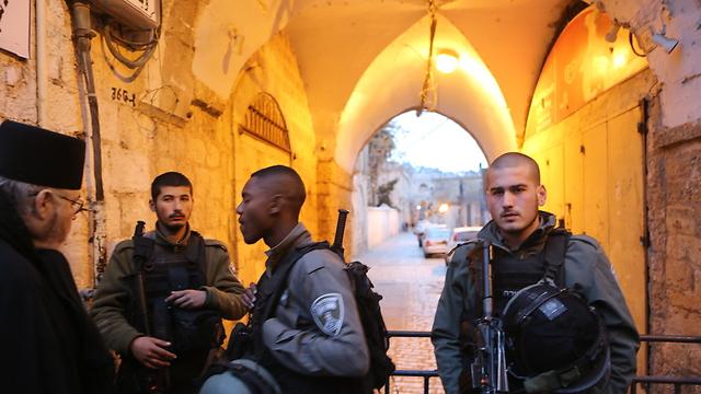 Border Police in Old City after last week's stabbing (Illustration Photo: Alex Kolomoisky)