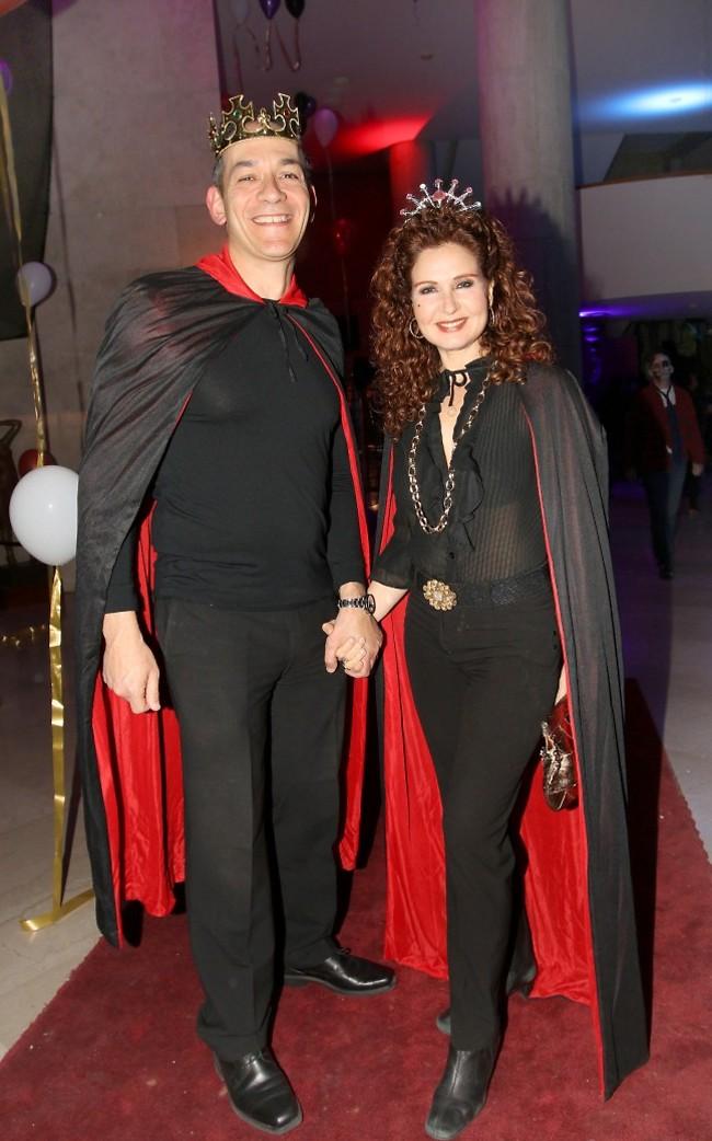 מלוכה. לימור גולדשטיין ובן הזוג (צילום: ענת מוסברג)