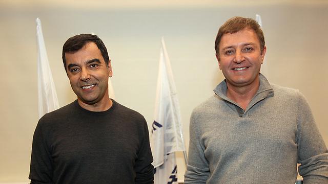זיו אבירם (מימין) ואמנון שעשוע - מובילאיי מעכשיו גם עם ניסאן (צילום: רענן כהן)