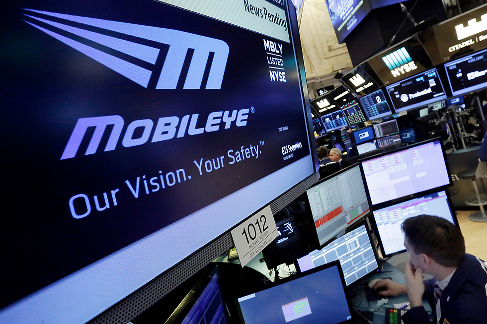 Логотип Mobileye на бирже в Нью-Йорке. Фото: AP
