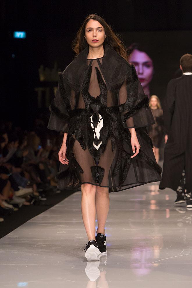 """דני מריאש, שנה ד', קורס """"שמלה שחורה"""" (צילום: ענבל מרמרי)"""
