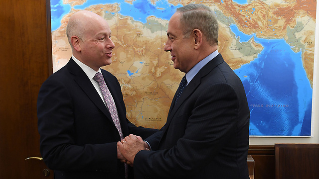 Greenblatt (L) and PM Benjamin Netanyahu (Photo: Kobi Gidon/PMO)