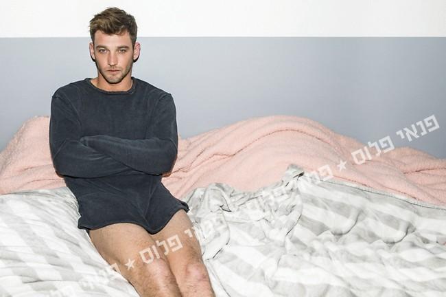 כן, גם אנחנו נראים ככה כשאנחנו יושבים על המיטה (צילום: דניאל קמינסקי )