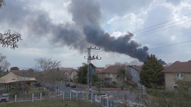 Smoke billowing from the explosion (Photo: Lior Banai) (Photo: Lior Banai)