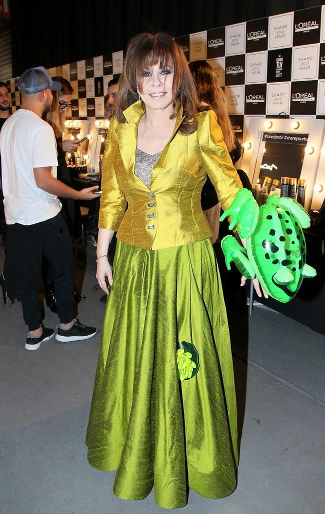 """ירדנה ארזי היא טטיאנה מ""""הנסיכה והצפרדע"""" בעיצוב רזיאלה (צילום: ראובן שניידר)"""