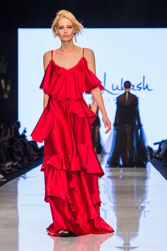 """""""התצוגה ערוכה נפלא עם שילובי הצבעים של אדום ושחור"""". התצוגה של אלן לוקאש (צילום: ענבל מרמרי)"""