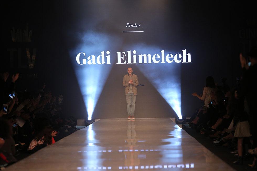 גדי אלימלך עולה למסלול בסוף תצוגת האופנה שלו (צילום: אורית פניני)