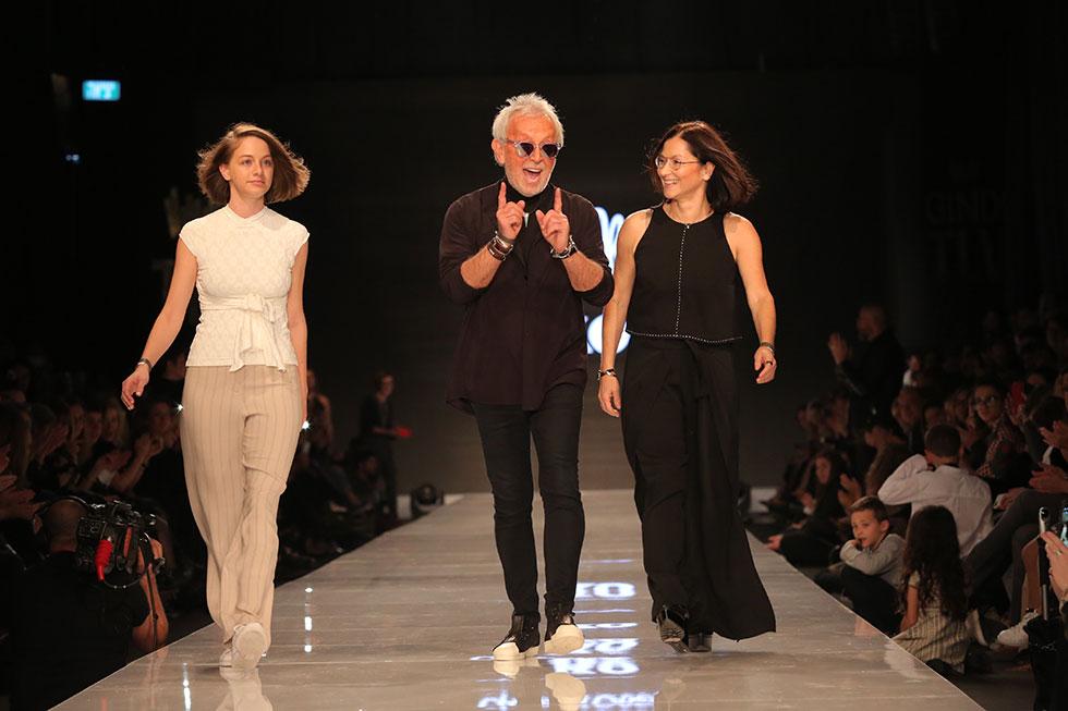 קארן אוברזון, גדעון אוברזון ומיכלי וולמן סוגרים את התצוגה בשבוע האופנה גינדי תל אביב (צילום: אורית פניני)