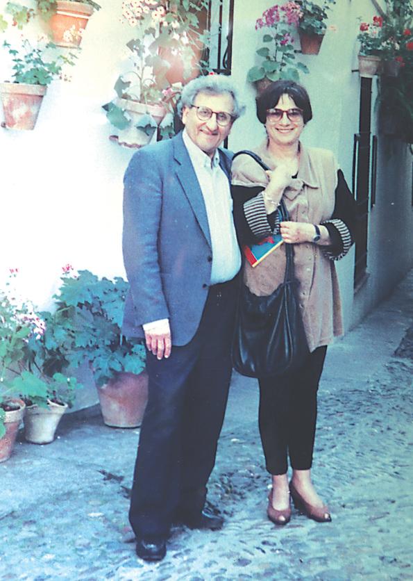 """עם אשתו איקה, בטיול בחו""""ל. """"היינו קשורים אחד עם השני באופן עמוק וחברי, אבל לכל אחד היה עולם מקצועי משלו"""""""