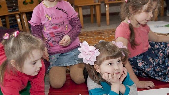 חינוך חברתי: תרומה היא צורך מולד של ילד