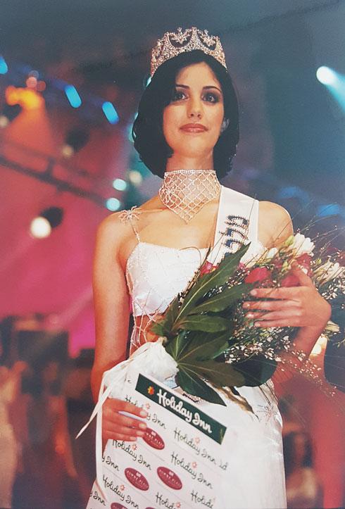 """1999: זוכה בתואר """"מלכת החן"""" (צילום: ששון משה)"""