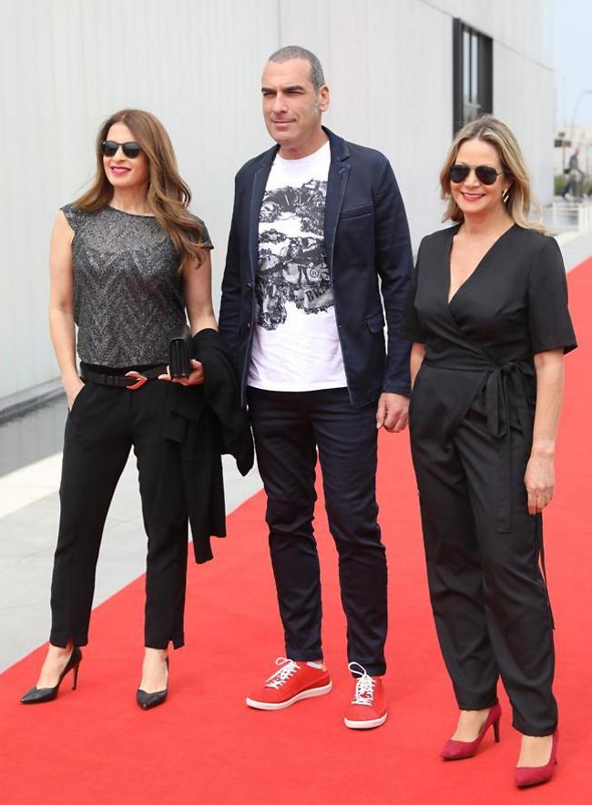 הנשים שבחייו. מיקי חיימוביץ', אלי אילדיס ומירי נבו (צילום: רפי דלויה)