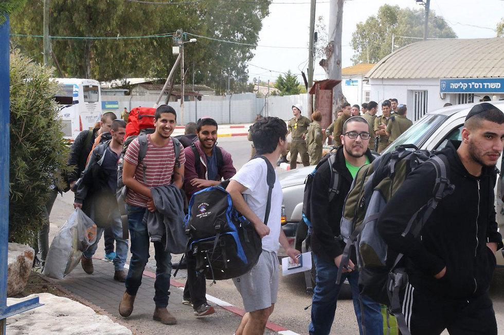 New draftees report at the IDF's induction base (Photo: Motti Kimchi) (Photo: Motti Kimchi)