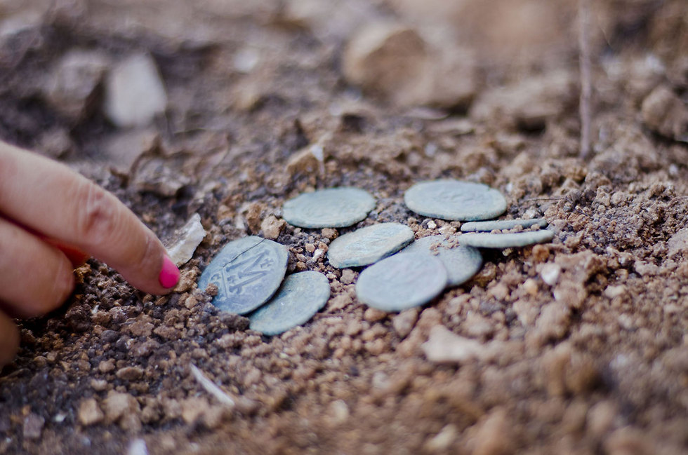 The excavated coin hoard (Photo: Yoli Shwartz, courtesy of the Israel Antiquities Authority)