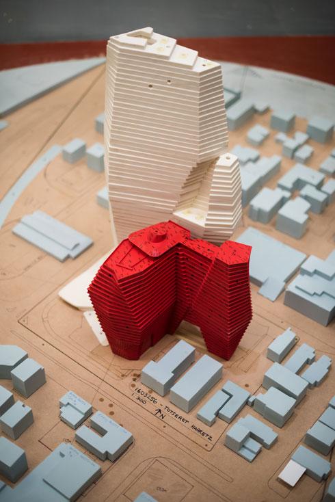 מודל של הפרויקט. נדידה אל מחוז חסר זהות שבו התוצאה הסופית היא ביסודה גחמה - צורנית או עיצובית (מודל: רון ארד אדריכלים)