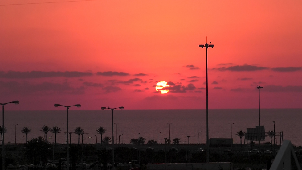 השקיעה שנשקפת מגארדן הוטל בחיפה (צילום: אסף קוזין)