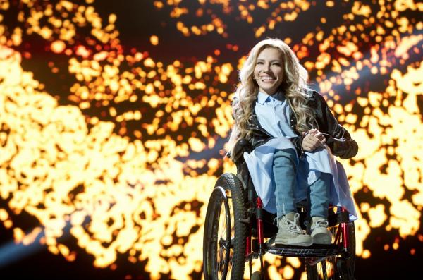 לא תופיע באוקראינה. יוליה סמויולובה, נציגת רוסיה לאירוויזיון ()