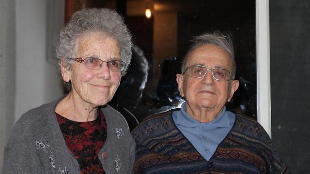 """עם בן זוגה עמוס ז""""ל, בליל הסדר האחרון. זוגיות מדהימה (תצלום באדיבות המשפחה)"""