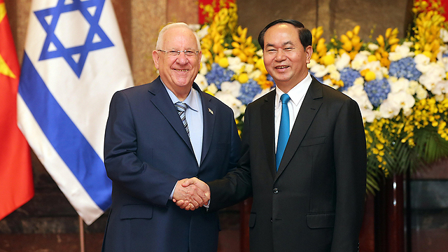 Rivlin meets with Vietnam President Trần Đại Quang (Photo: EPA)
