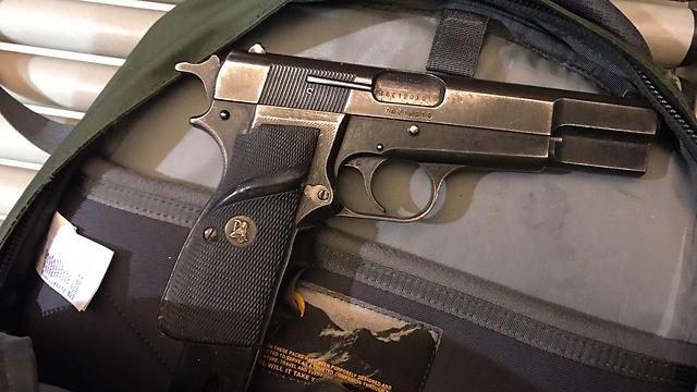 האקדח הוחרם, הנוסע המשיך לדרכו (צילום: רשות שדות התעופה)