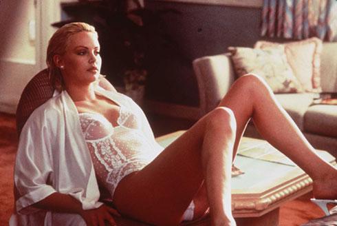 """בסרטה הראשון, """"יומיים באל-איי"""", 1996. הסוכן נתן לה כרטיס ביקור (צילום: Gettyimages)"""
