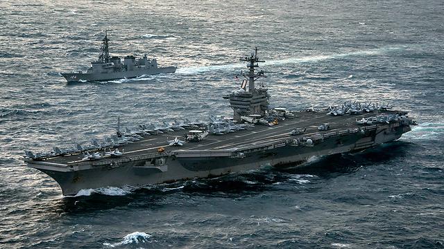 נושאת מטוסים אמריקנית. פגיעה אחת - והיא תרד למצולות (צילום: AFP) (צילום: AFP)