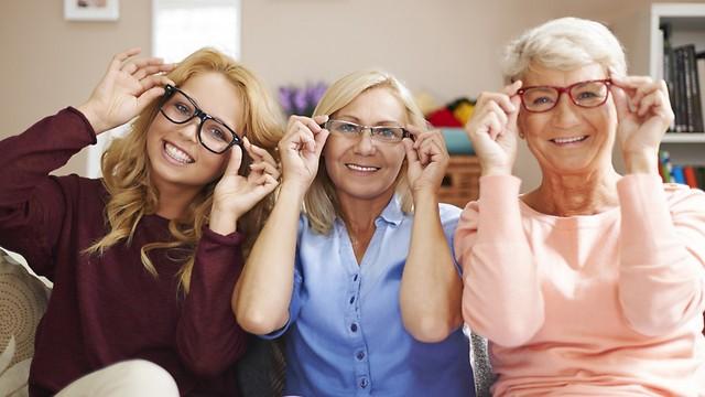 בעיות ראייה תורשתיות. כל המשפחה במשקפיים (צילום: shutterstock) (צילום: shutterstock)