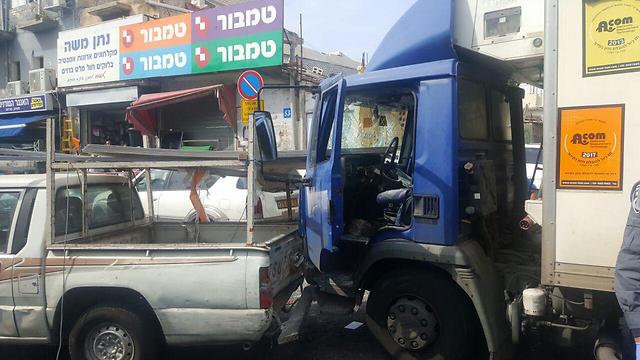 פגע בכמה כלי רכב (צילום: דוברות המשטרה) (צילום: דוברות המשטרה)