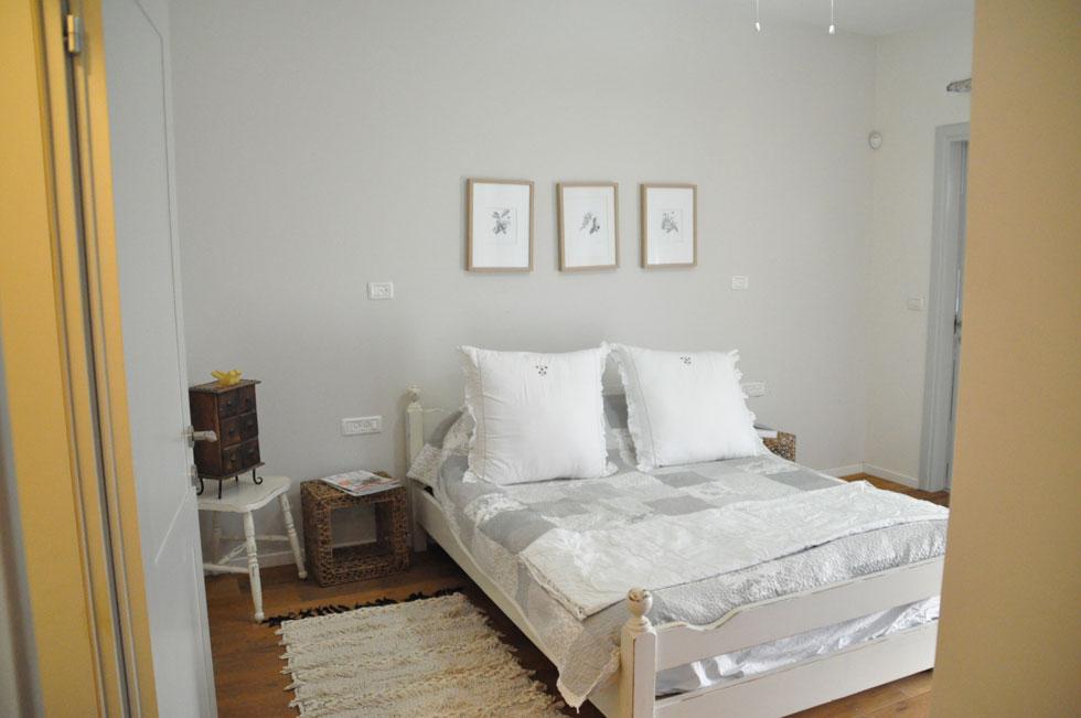 חדר השינה לפני השיפוץ (צילום: הילה מגריל)