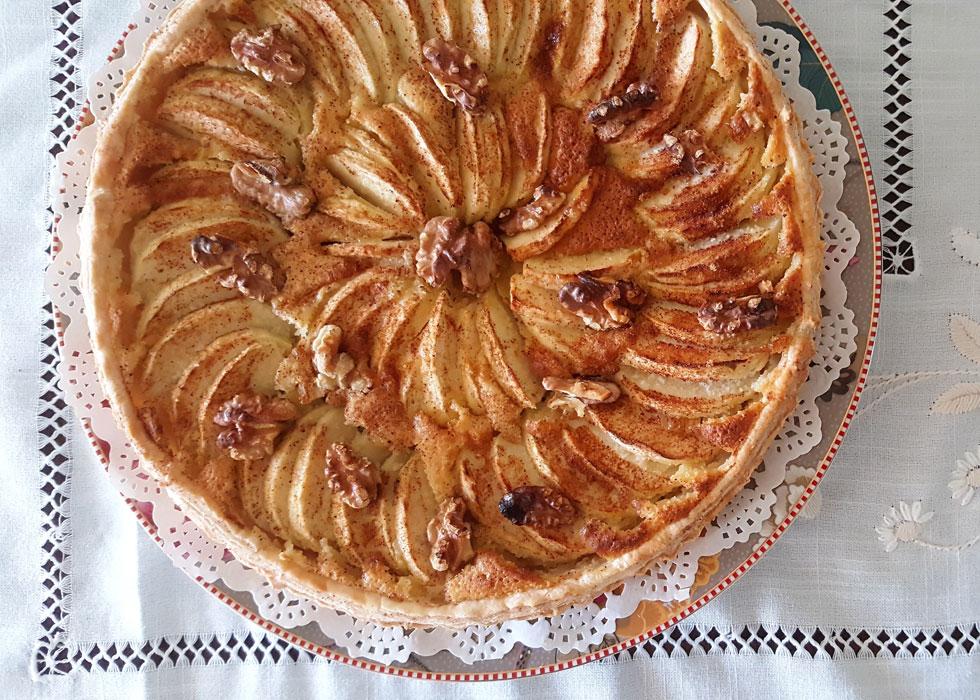 טארט תפוחים וקרם שקדים עם בצק עלים (צילום: מירי צדוק)