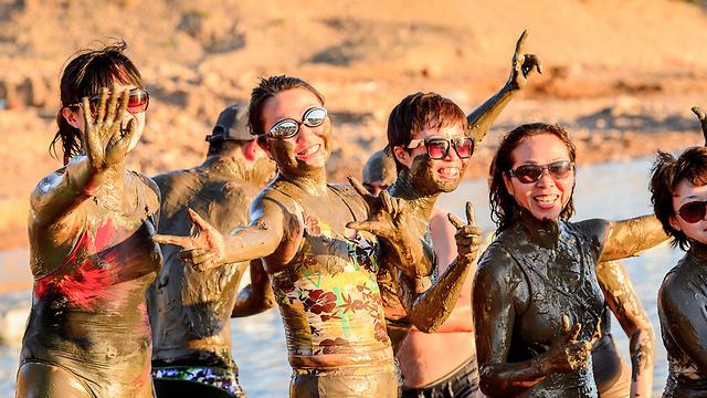 תיירים בים המלח. מי הכי מרוצים? (צילום: Shutterstock)