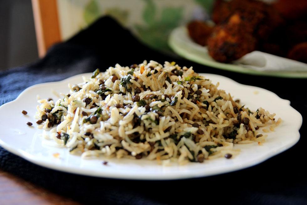 אורז עם תרד ועדשים שחורות (צילום: דפנה אוסטר מיכאל)