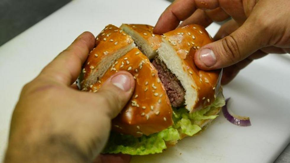רק בשר טרי: המבורגר של צ'יקיני (צילום: צחי קיבנשטיין ) (צילום: צחי קיבנשטיין )