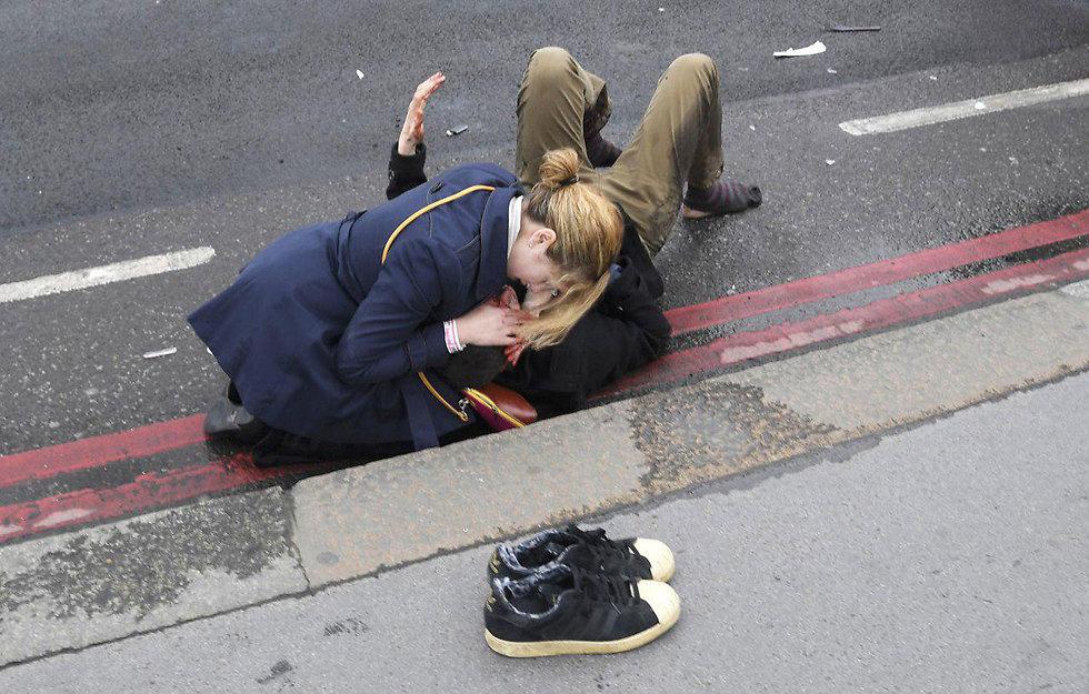 Terror attack victim outside British Parliament (Photo: Reuters)