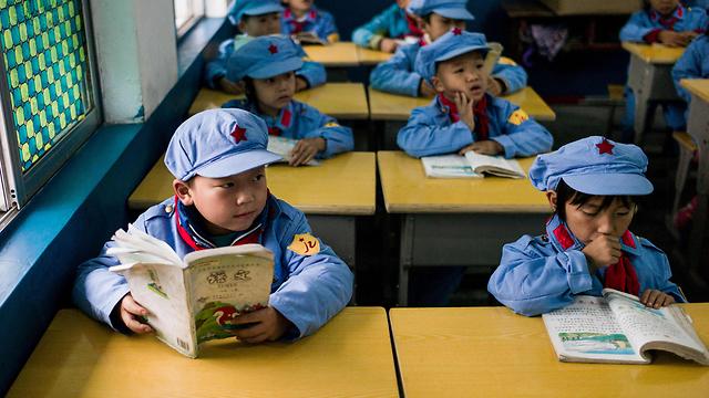 מובילים על עם הספר גם בקריאה (צילום: AFP)