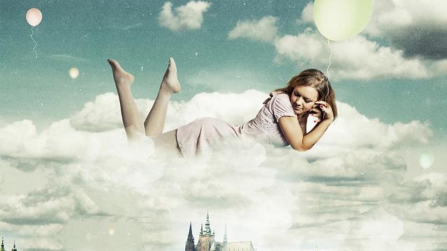אל תהיו שאננים עם הראש בעננים (צילום: shutterstock) (צילום: shutterstock)