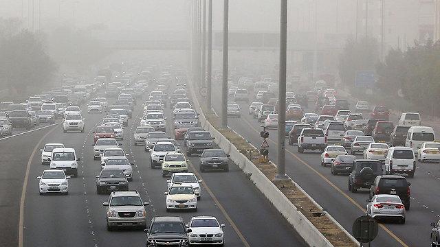 חלקיקי הזיהום המסוכנים נפלטים מכלי רכב, מפעלים ומקורות תעשייתיים אחרים (צילום: AFP)