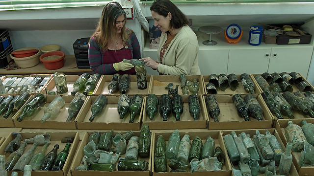 The assemblage of bottles that was revealed in the excavation (Photo: Clara Amit, courtesy of IAA)