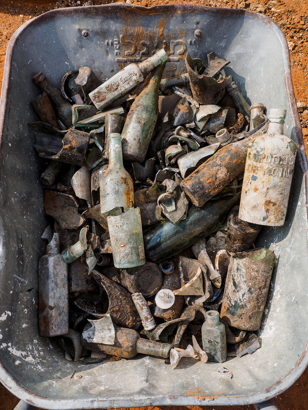 Bottles and other artifacts discovered in the refuse pit. (Photo: Assaf Peretz, courtesy of IAA)