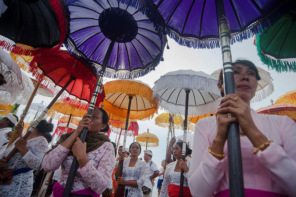 טקס מסורתי אינדונזי (צילום: רויטרס, Antara Foto/ Nyoman Budhiana)