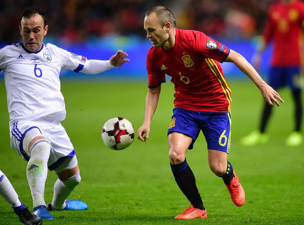 """""""אינייסטה אמר לפני המשחק שהוא מכיר אותי"""" (צילום: AFP) (צילום: AFP)"""