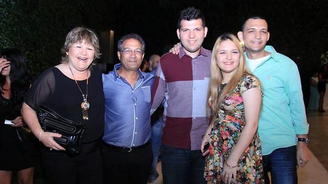 משפחת טבריה (יניב עומד באמצע). התגייסו למען המטרה (צילום באדיבות המשפחה) (צילום באדיבות המשפחה)