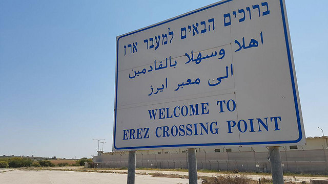 The suspects would allegedly pass with the illicit arms through the Erez crossing (Roi Idan)