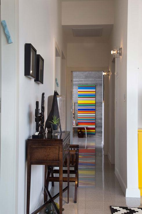 המסדרון המוביל אל חדר ההורים (צילום: שרית גופן)
