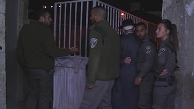 הפשיטה שערכה המשטרה לפנות בוקר (צילום: דוברת משטרה ) (צילום: דוברת משטרה )